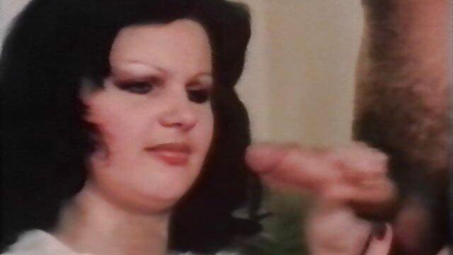 Fat Latina se masturbe sur sexe francais maison le lit, partie 6