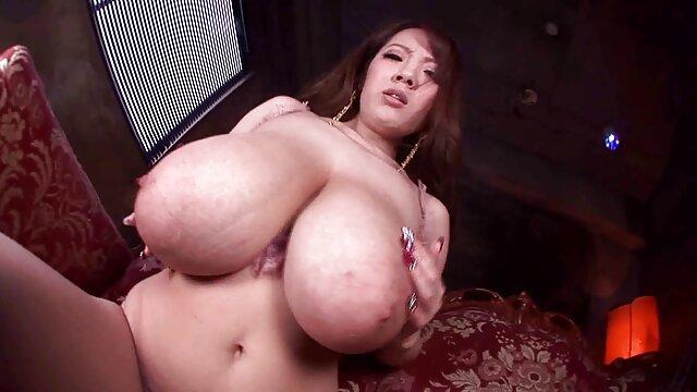 Belle jeune blonde née pour le porno porn maison de retraite