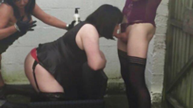 Une hôtesse amateur maison sex de l'air sexy baise un mec du bar