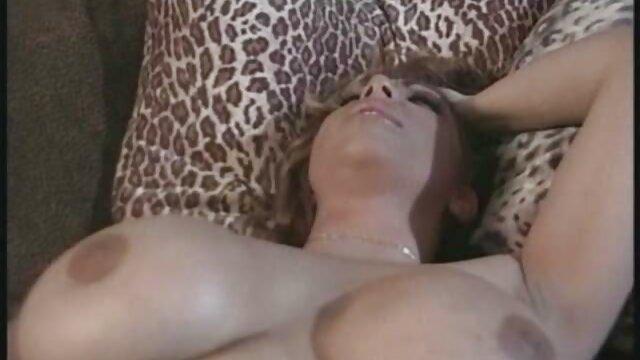 Sœur sexe francais a la maison aide à jouir